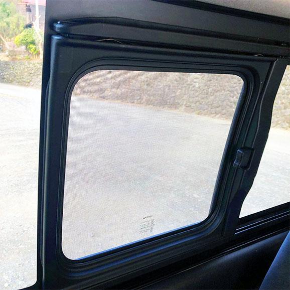 ハイエース小窓