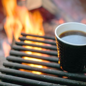 優雅なコーヒータイム!キャンプで美味しいコーヒーを淹れる簡単な方法