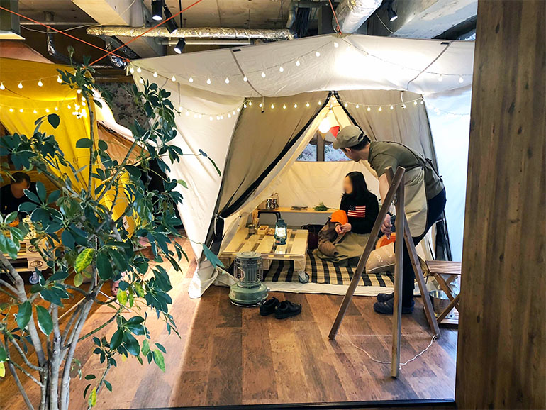 GRAND lodge CAFE 店内テント