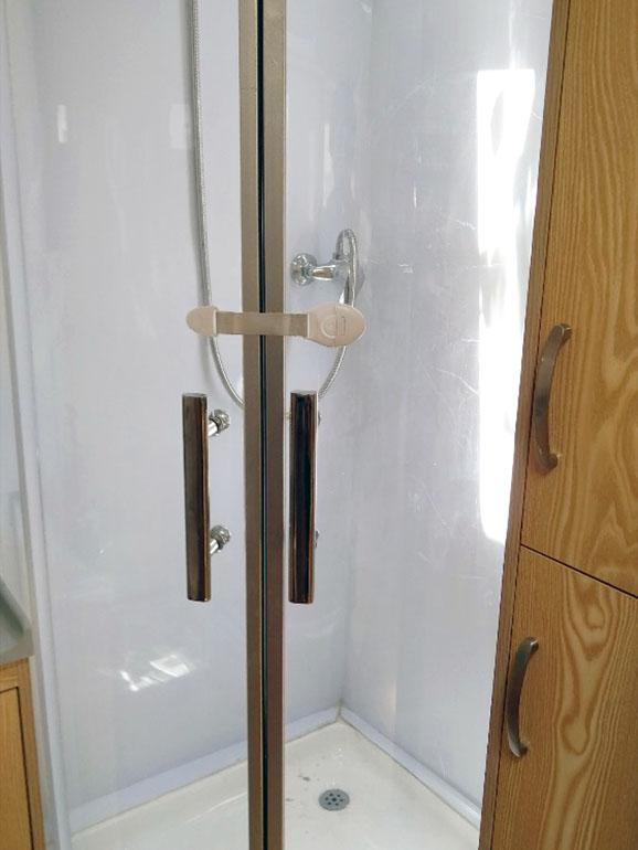 トレーラー シャワー室