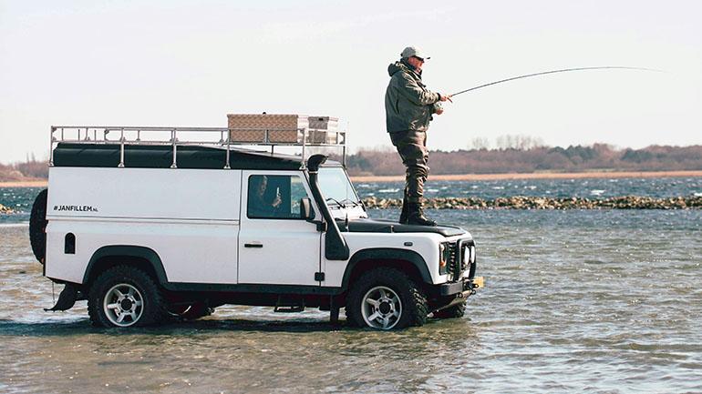 キャンピングカー と「釣り」の相性は抜群!?フィッシングに特化したキャンピングカーまで存在するその理由とは