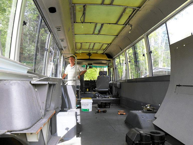 バスの内装をDIY