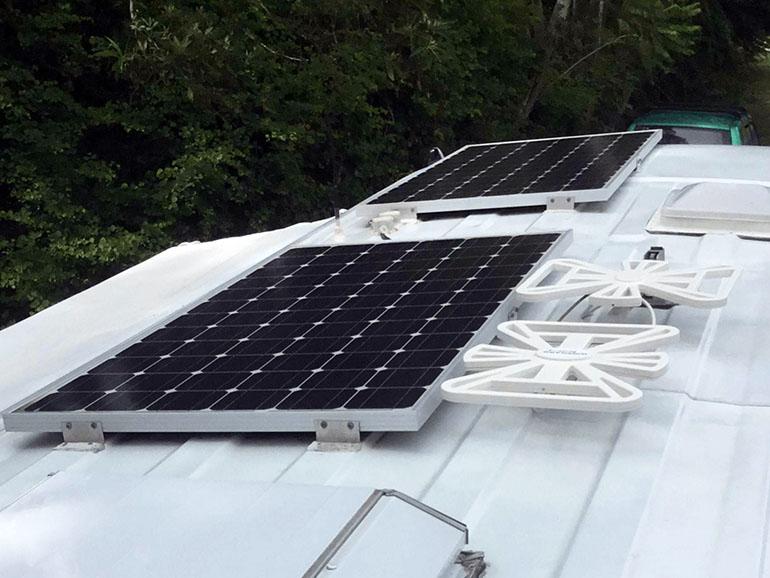 2台のソーラーパネル