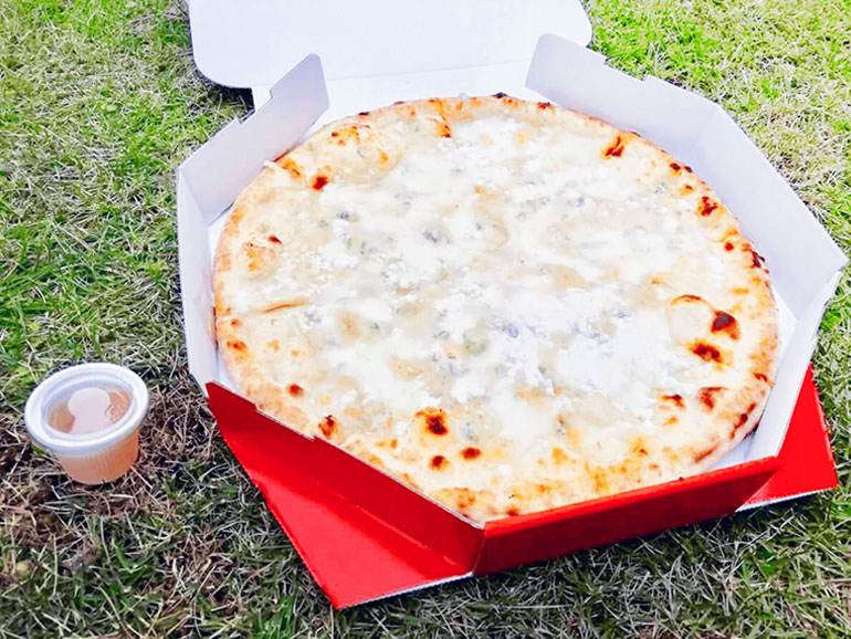 ピザ クアトロフォルマッジ