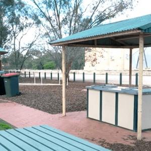 個人経営のキャンプサイトにパブしかない町!?オーストラリアのちょっと変わったキャンプサイトをご紹介します
