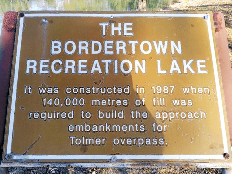 ボーダータウン 看板