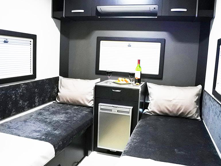RVトラスト TR500 C-LH ベッド