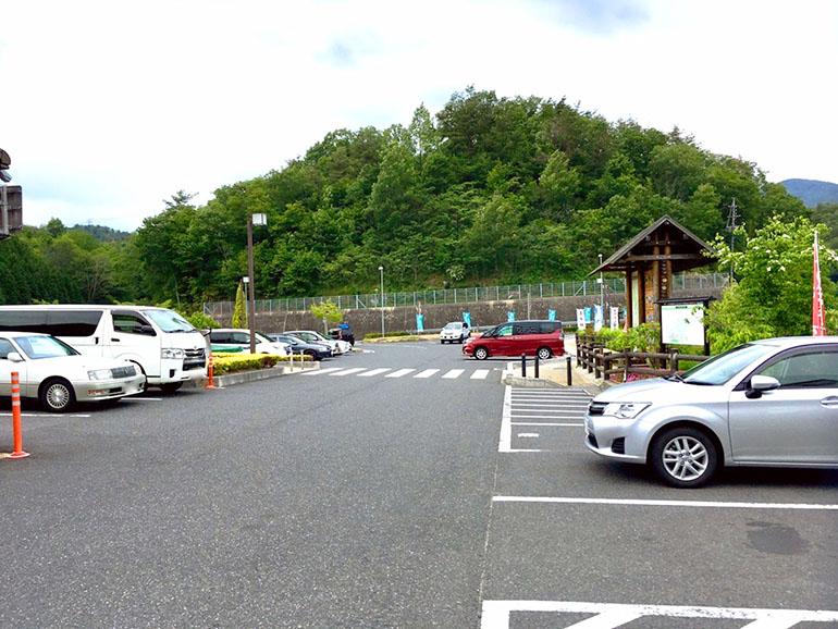 道の駅 おばあちゃん市・山岡 駐車場