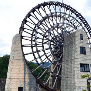 【岐阜】日本一大きい水車が目印!「道の駅 おばあちゃん市・山岡」はおふくろの味も楽しめる