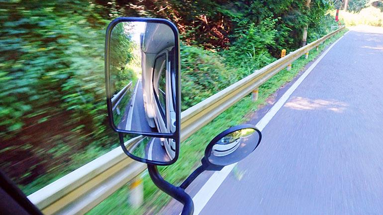 キャブコンって実は運転がしやすい!?オーナーが伝える「初めて運転するときに気をつけておきたいこと」