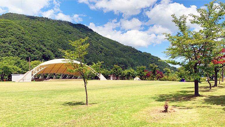 【青森】湖に囲まれた道の駅「 虹の湖」で自然に癒される!大きな広場で子どもも大人も楽しもう!