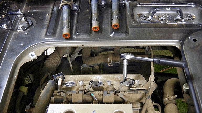 軽バンがまさかの故障。原因究明のためエンジンプラグを点検してみた【軽バン秘密基地計画#07】