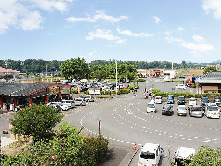熊本県道の駅泗水駐車場