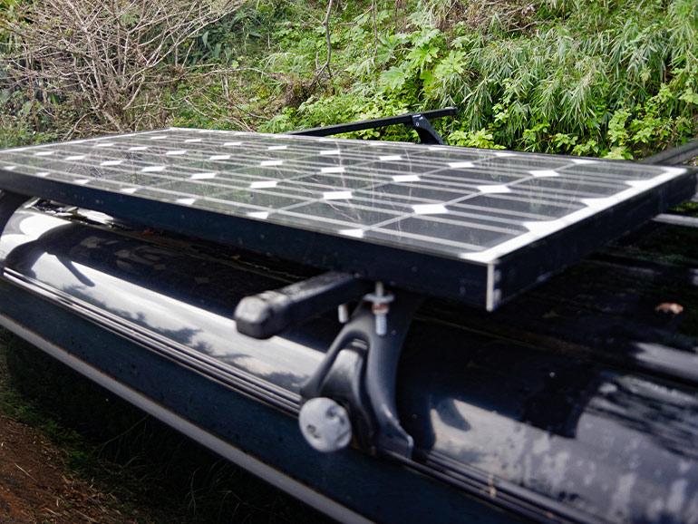 車 ソーラーパネル