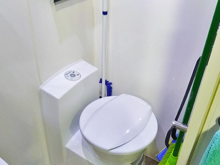キャンピングトレーラー トイレ