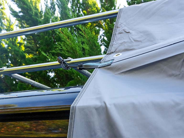 リアゲートタープ バスモ 設置