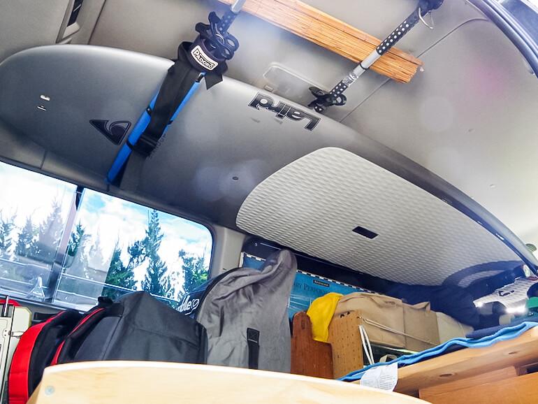 車内 サーフボード