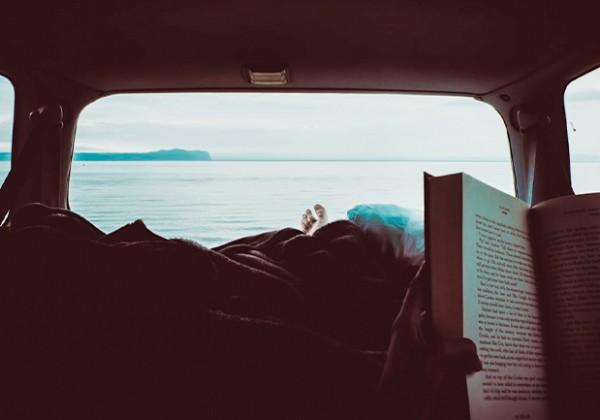 憧れの生活を体験しよう!キャンピングカーや車中泊に関するおすすめの本 10選
