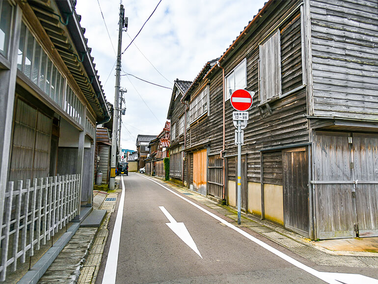 朝市裏路地の古い町並み