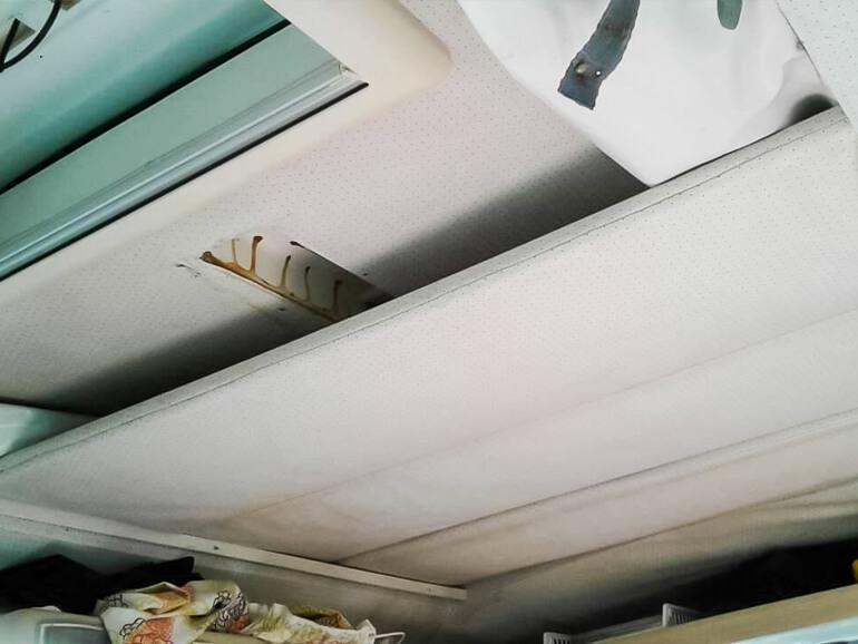 ワーゲンバス 天井ベッド