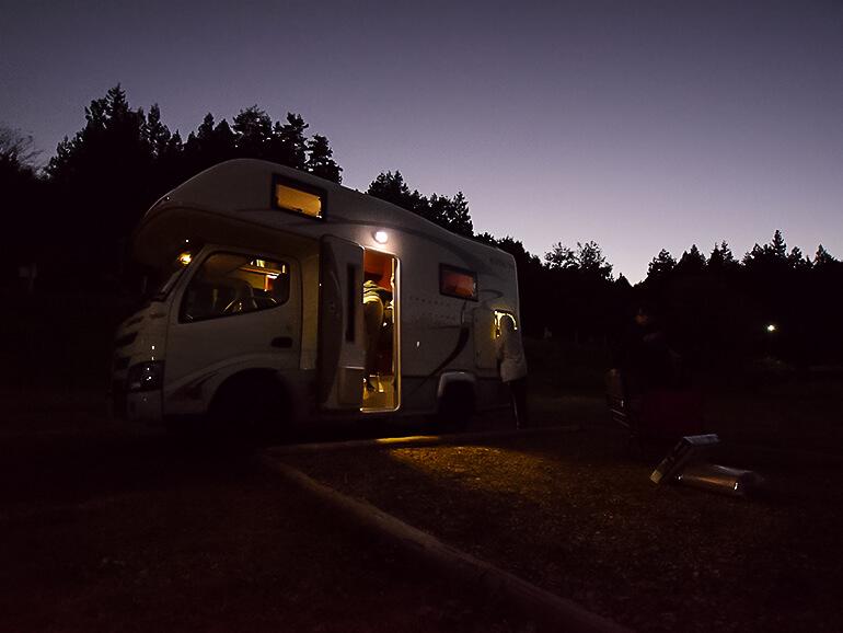 キャンプ場 夜空