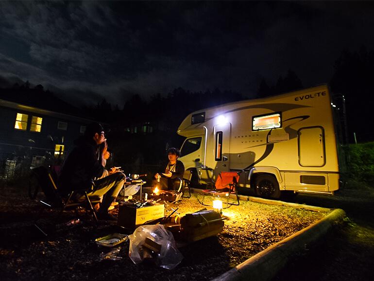 キャンプ場 夕食風景