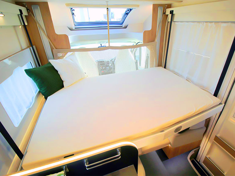 Zefiro 235TL ベッド