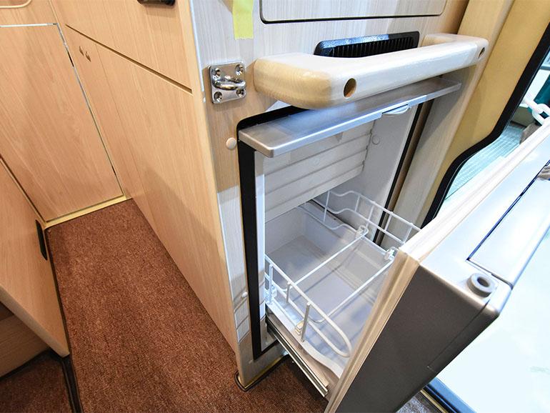 ural asia 冷蔵庫