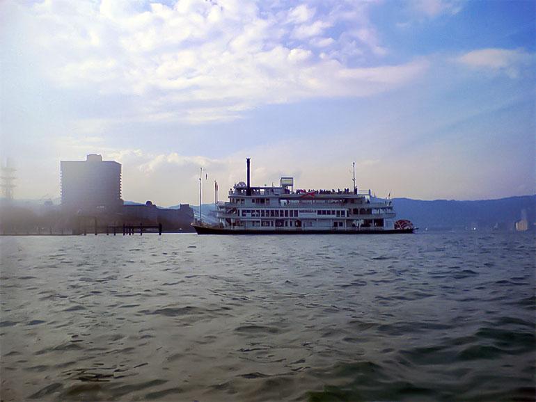 カヤック 琵琶湖 観光遊覧船 ミシガン