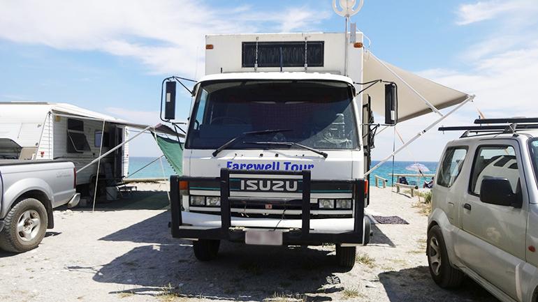 トラックキャンピングカー フロント