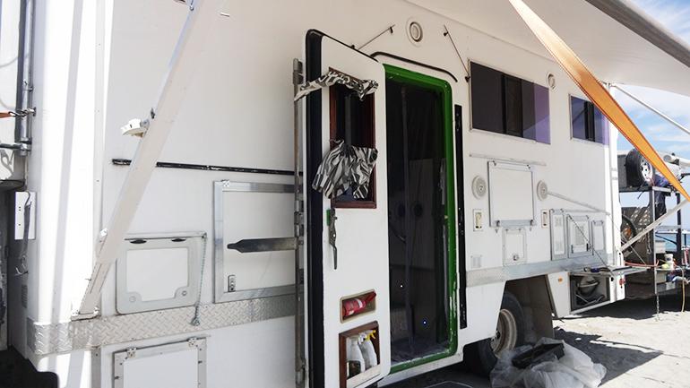 トラックキャンピングカー 外部収納