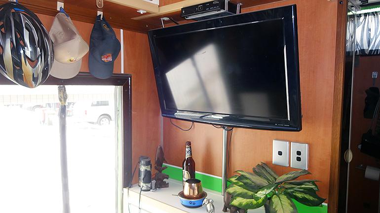 トラックキャンピングカー テレビ
