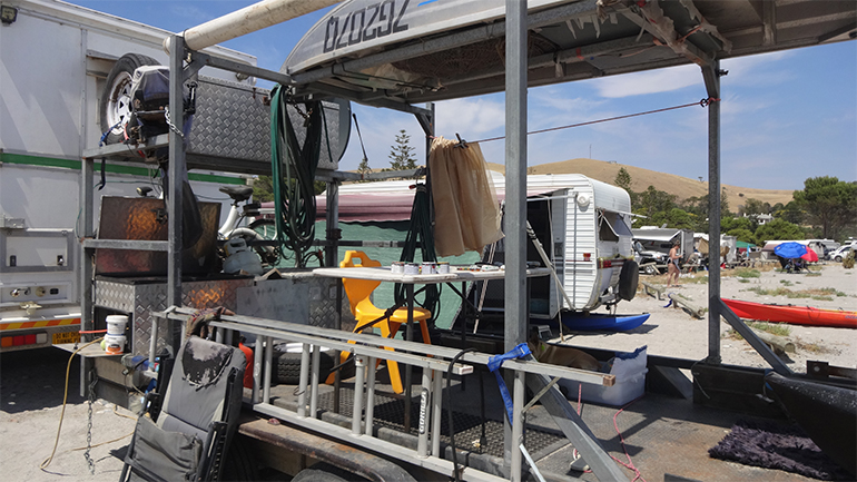 トラックキャンピングカー 牽引トレーラー2