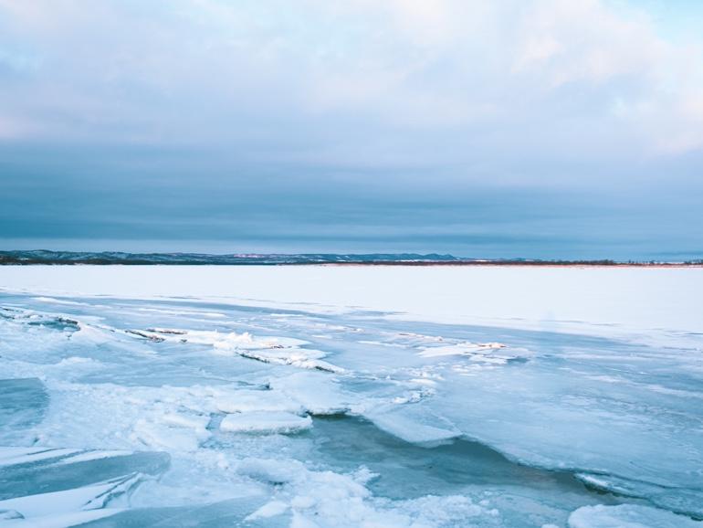 凍結した湖
