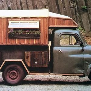 トラックの荷台は無地のキャンバスのようなものだ【仮想でキャンピングカーを架装 Vol.03】