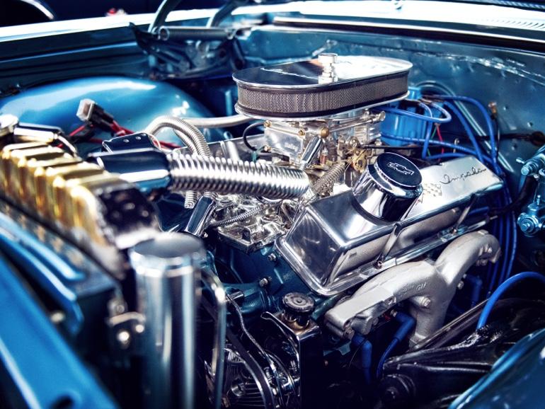 車 エンジン