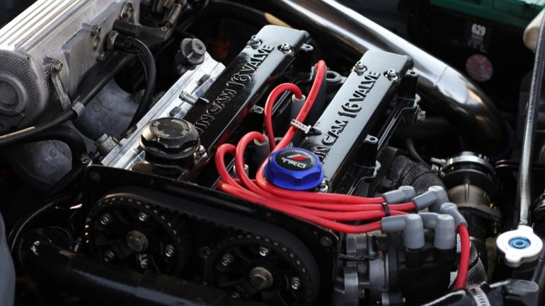 キャンピングカーのエンジンはガソリンとディーゼルどちらがいい?コストや走行面など選ぶ基準を紹介します!