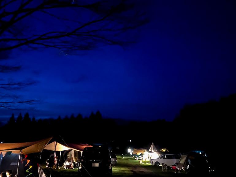 オートキャンプ場 夜空