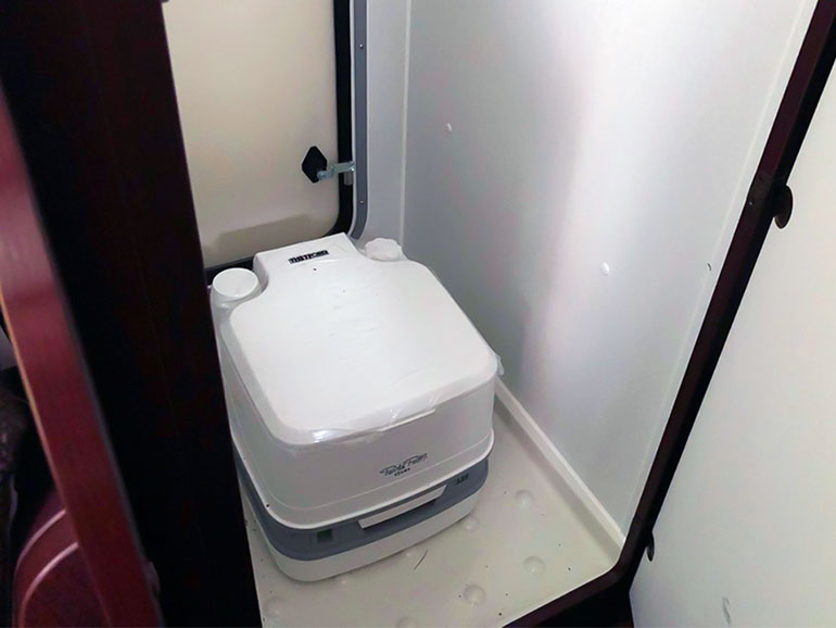 キャンピングカー トイレ