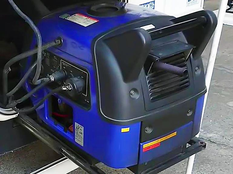 キャンピングカー 発電機