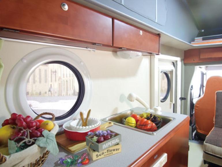 インディアナ RV INDY 727 キッチン