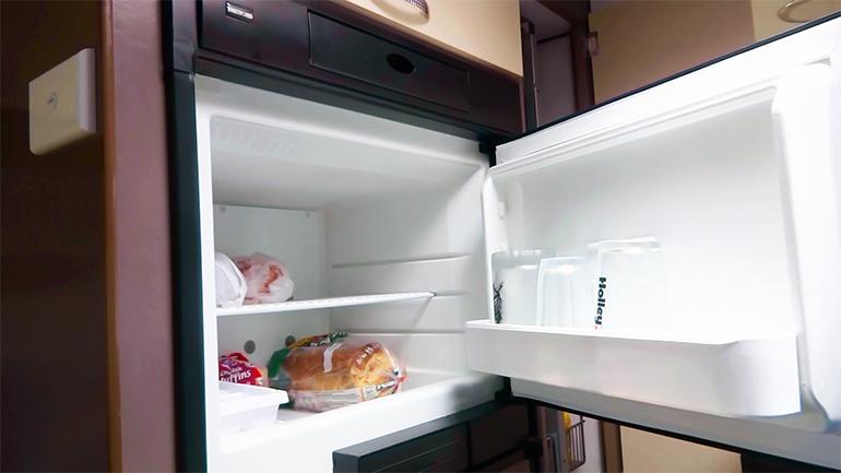 キャンピングトレーラー 冷蔵庫