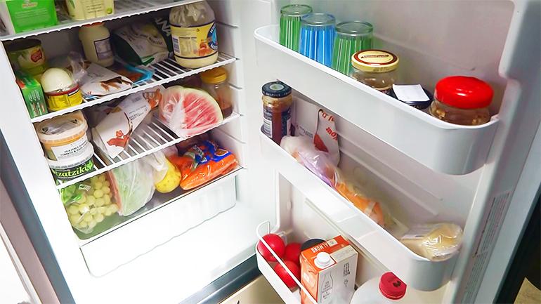 キャンピングトレーラー 冷蔵庫2