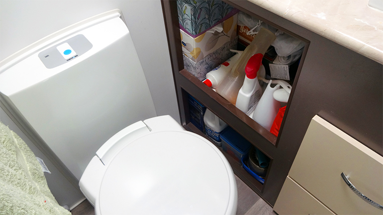 キャンピングトレーラー トイレ横 収納