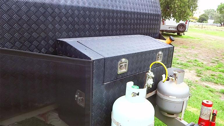 キャンピングトレーラー 収納ボックス