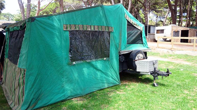 キャンパートレーラー テント部分2