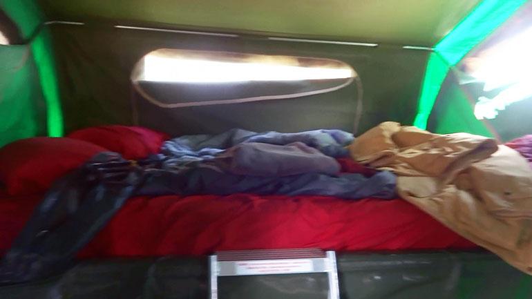 キャンパートレーラー ベッド