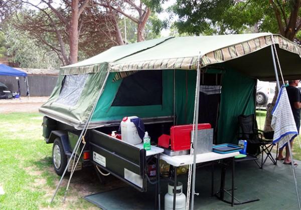 【海外のキャンピングカー】テントの様なトレーラー「キャンパートレーラー」で休日を過ごすオーナーにインタビュー