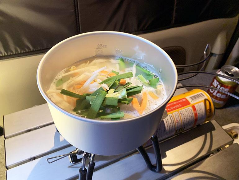 車内で調理した鍋