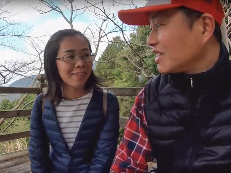 日本一の石段にチェレンジする夫婦